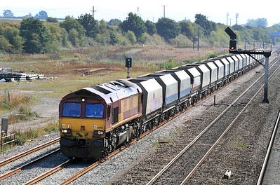 66102 drifts up to the signal protecting Didcot East Junction with 6B35 10.42 Hayes Tarmac to Moreton-on-Lugg empty hoppers. 02/09/2011