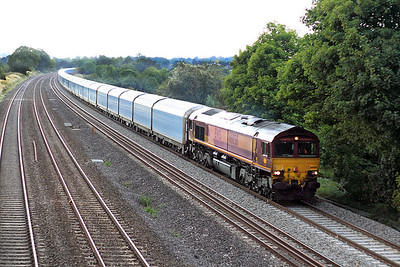 With the light having caved in 66058 heads the 4L40 16.42 Cowley to Purfleet loaded car carriers past Lower Basildon. 02/09/2011