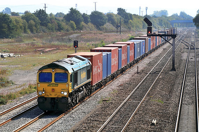 66571 approaches Didcot East Junction with 4M28 09.32 Southampton to Ditton Freighliner. 02/09/2011