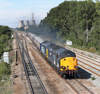 37607 & 37608 cross over to the 'up' fast at Didcot East Junction with 1Z59 05.45 Glasgow to Southampton East Docks with 47841 DOR. 02/09/2011