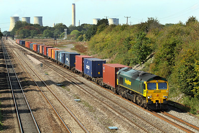 66539 heads 4O27 05.40 Garston to Southampton Freightliner into Moreton Cutting. 02/09/2011