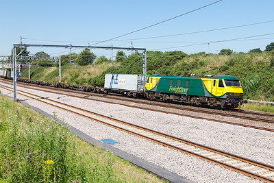 90043 passes Heamies Farm on the Up Fast with 4L90 10.18 Trafford Park FLT to Felixstowe South FLT Freightliner service. Tuesday 19th July 2016.