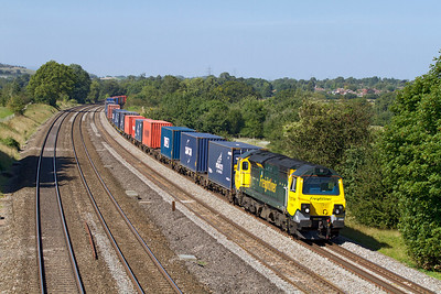 70009 screams past Lower Basildon with 4O27 05.40 Garston to Southampton Freightliner. Wednesday 5th September 2012.