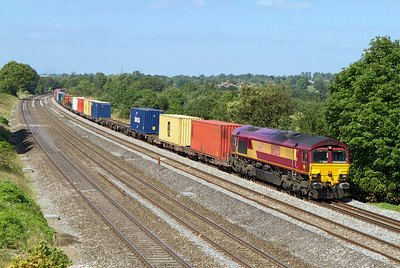 66200 passes Lower Basildon with 4O23 11.13 Hams Hall to Southampton Intermodal. Wednesday 5th September 2012.