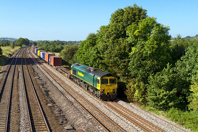 66504 passes Lower Basildon with 4O09 10.18 Trafford Park to Southampton Freightliner. Wednesday 5th September 2012.