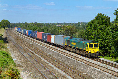 66952 passes Lower Basildon with 4O49 09.23 Crewe Basford Hall to Southampton Freightliner. Wednesday 5th September 2012.