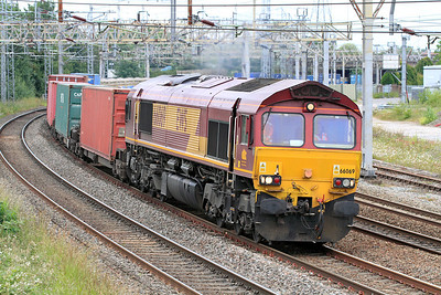 66069 powers round Queensville Curve, Stafford with 4O30 13.18 Trafford Park to Southampton Intermodal. 24/06/2011.