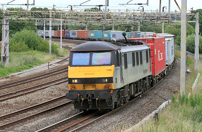 90042 heads the 4M81 07.30 Felixstowe to Crewe Freightliner service passing Crinoline Bridge, Queensville Curve, Stafford. 24/06/2011