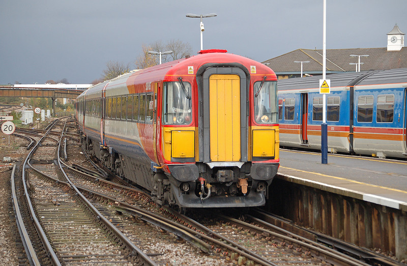 Wessex 2401 is seen arriving at Guildford 26 November 2006, having been diverted down the New line due to line closure at Woking. She would then head on to Bournemouth.