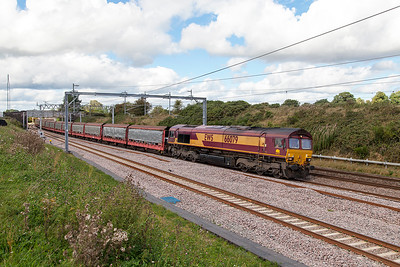 66079 passes Heamies Farm with 6O42 11.31 Halewood to Southampton Eastern Docks with Jaguar cars for export. Thursday 8th September 2016.