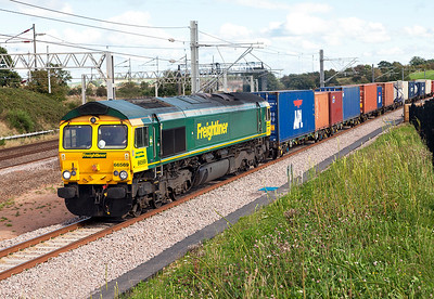 66569 joins the original formation at Heamies Farm with 4M28 16.05 Southampton Maritime Container Terminal to Garston Freightliner Terminal. Thursday 8th September 2016.