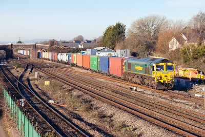66566 passes Magor heading 4O51 10.00 Wentloog to Southampton Maritime Container Terminal Freightliner service. Friday 20th January 2017.