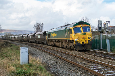 66553 leans into the curve passing Ponthir with 4V20 06.35 Fiddlers Ferry Power Staion to East Usk New Yard empty coal hoppers. Thursday 25th January 2018.