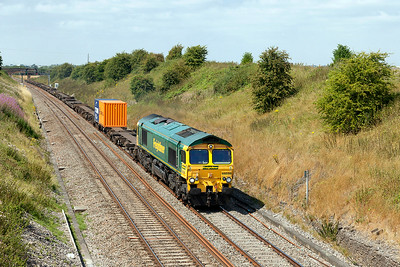 66556 has a very lightly loaded 4O24 11.00 Bristol FLT to Southampton MCT Freightliner service passing Steppingstone Lane, Bourton. Wednesday 30th July 2014.
