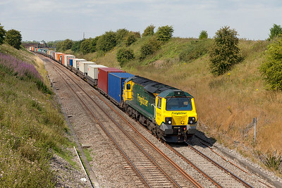 70013 passes Steppingstone Lane Bourton with 4O51 09.58 Wentloog to Southampton MCT Freightliner services. Wednesday 30th July 2014.
