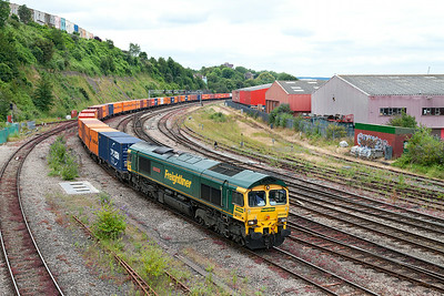 66534 'OOCL Express' approaches Bristol Temple Meads with 4L32 11.00 Bristol FLT to Tilbury Freightliner service. Wednesday 9th July 2014.
