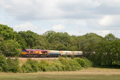 66169 passes Ram Hill with 6B35 10.47 Hayes & Harlington Tarmac Sidings to Moreton-on-Lugg empty stone hoppers. Wednesday 9th July 2014.
