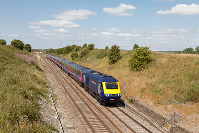 1L42 07.30 Carmarthen to Paddington with 43150 & 43192 in charge pass Steppingstone Lane, Bourton. Wednesday 30th July 2014.