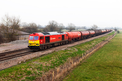 60059 'Swinden Dalesman' heads 6B33 13.00 Theale to Robeston empty Murco tanks past Shrivenham. Wednesday 12th March 2014.