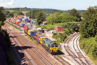 66534 'OOCL Express' shunts the wagons for 4L32 11.00 Bristol Freightliner Terminal to Tilbury. Wednesday 21st May 2014.