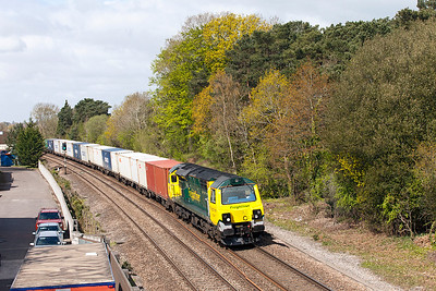 70007 passes Ram Hill with 4O70 09.58 Wentloog to Southampton MCT Freightliner service. Tuesday 3rd May 2016.