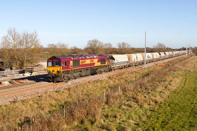 The masts have now reached Shrivenham! 66149 heads the 6B35 10.46 Hayes & Harlington to Moreton-on-Lugg empty hoppers passing there. Friday 25th November 2016.