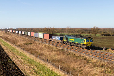 66587 heads 4O51 09.58 Wentloog to Southampton Freightliner service past Bourton. Friday 25th November 2016.