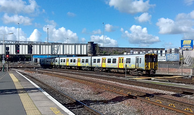 Merseyrail 508 122 arrives into Chester forming the 13.28 service from Liverpool Lime Street. Friday 15th September 2017.