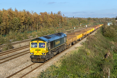 Running 4½ hours early, 66599 heads a train of JNA's, IEA's & MLA's running as 6Y41 18.22 Westbury Yard to Newport ADJ Yard engineers service, Friday 27th October 2017.