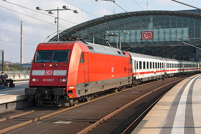 101 029 departs from Berlin Hauptbahnhof in charge of the 10.38 Intercity service to Munster. 24th September 2008.