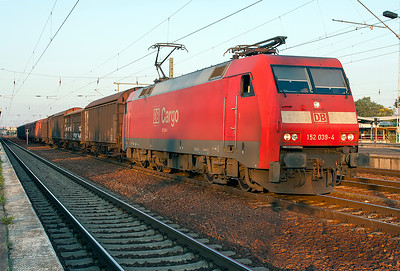 152 039 runs through Schonefeld with a short mixed freight heading west. 24th September 2008.