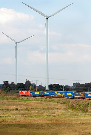 Dwarfed by the windmills, 152 118 takes the chord line to head north at Genshagener Heide with a train of swap bodies. 24th September 2008.