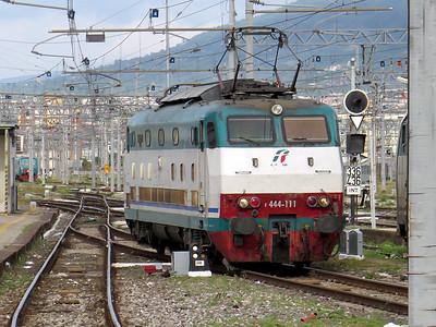 444 111 runs light engine into Napoli Centrale. Saturday 30th May 2015.