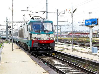 402 007 arrives at Napoli Centrale with IC 551 09.26 Roma Termini to Reggio Calabria via reversal at Napoli. Monday 25th May 2015.