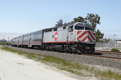 Caltrain 908 (F40PH-2) passes Milbrae on Train 52 San Francisco to San Jose. Thursday 10th May 2007.