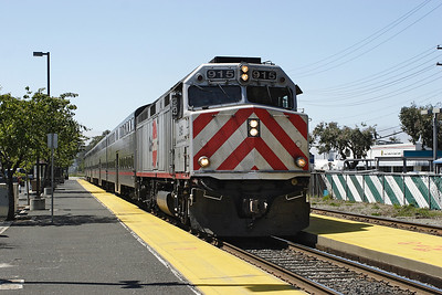 Caltrain 915 (F40PH-2) passes Broadway at speed with train 54 San Francisco to San Jose. 10/05/2007.