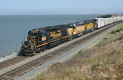UP 2882 (SD40T-2) Ex D&RGW 5342, UP 3595 (SD40-2) & UP 576 (GP38-2) Ex SP 4813 pass Hercules on the coast of San Pablo Bay with a Roseville to Oakland manifest train.  Wednesday 9th May 2007. With 2882 still in D&RGW livery and on the point, this must be the photograph of the holiday.