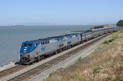 AMK 118 & 119 (P42B's) head a very late running Coast Starlight from Seattle to Los Angeles past Hercules on the San Pablo Bay coast line. 09/05/2007.