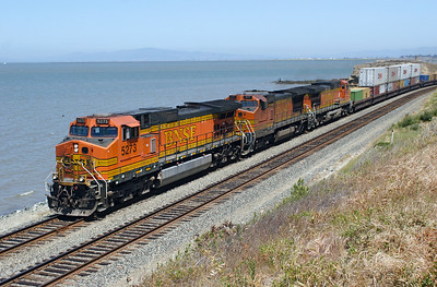 BNSF 5273 (C44-9W), BNSF 577 (B40-8W) & BNSF 4924 (C44-9W) hug the San Pablo Bay coast at Hercules with an Oakland bound doublestack train. 09/05/2007