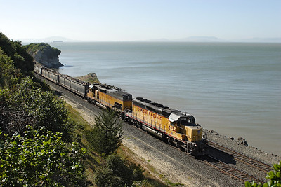 UP 3254 (SD40-2R) & UP 2857 (SD40T-2) Ex SP 6849 pass Pinole with a manifest train from Oakland, the first 3 wagons containing old sleepers. 09/05/2007.