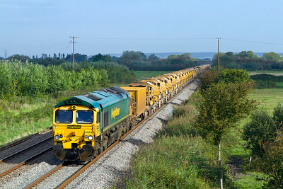 66610 & 66622 top & tail the HOBC running as 6Y11 to Taunton Fairwater Yard pass Middle Street, Brent Knoll. Sunday 9th September 2012.