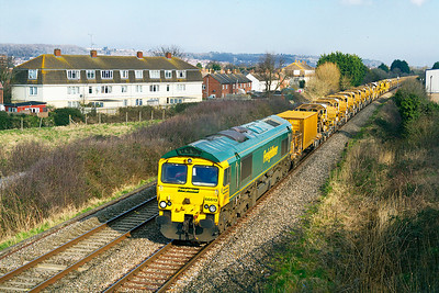 66613 with 66620 DOR leads the HOBC past Oldmixon on the Weston-super-Mare avoiding line running as 6Y11 09.00 Abbotswood Junction to Fairwater Yard. Sunday 17th February 2013.