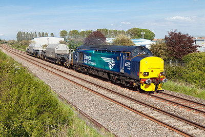 37423 'Spirit of the Lakes' with Flask's MODA 95771 & 95770 passes Oldmixon on the Weston-super-Mare avoiding line with 6Z40 09.39 Crewe Coal Sidings to Keyham Dockyard. Thursday 15th May 2014.