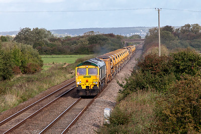 66564 & 66545 top & tail the MOBC past Middle Street, Brent Knoll running as 6Y19 07.53 Miskin to Fairwater Yard. Sunday 25th September 2016.