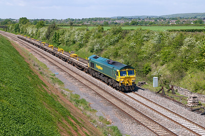 66550 approaches Flax Bourton heading 6Y70 08.58 Castle Cary to Westbury Up Yard via Bristol Engineers Train of old track panels. Sunday 15th May 2016.