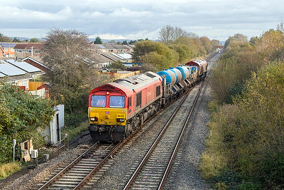 66152 'Derek Holmes-Railway Operator' leads the Barton Hill based Rail Head Treatment Train, with wagons 642012 & 642032 on the last but one leg of it's overnight journey taking the Weston-super-Mare loop line at Worle Junction. 66024 is the rear locomotive which seems to have sprung a leak! Saturday 4th November 2017.