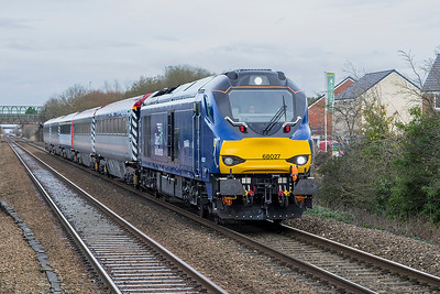 68027 passes Worle Parkway with 5 coaches of the Ex Pretendolino set (12138; 12122; 10229; 12011 & 11048) running as 5Z08 07.47 Crewe C.S. to Laira Depot. Monday 27th November 2017.