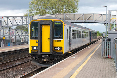 153305 & 153382 depart from Worle Parkway forming 2C83 16.00 Cardiff Central to Taunton. Monday 17th April 2017.