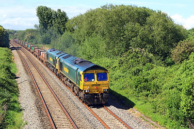 66956 has 66512 DIT passing Hutton Moor on the Weston-super-Mare avoiding line with 4E18 09.47 Taunton Fairwater Yard to Doncaster Wood Yard. Friday 19th May 2017.