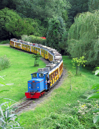 Longleat Safari Railway No.7 'Flyn' heads towards the lake. Saturday 18th August 2012.